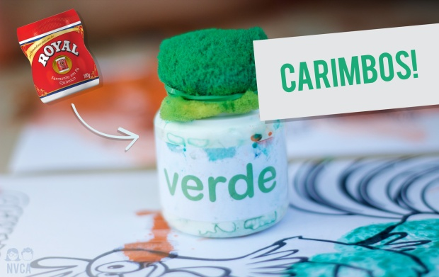 """Na imagem: Um pote branco, com uma esponja presa na tampa. Ele tem um rótulo escrito """"verde"""". Na imagem está escrito """"Carimbos"""" e há uma montagem com uma foto de um fermento."""